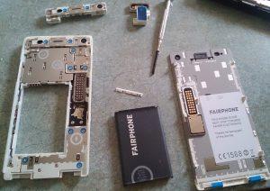 auseinandergenommenes Fairphone